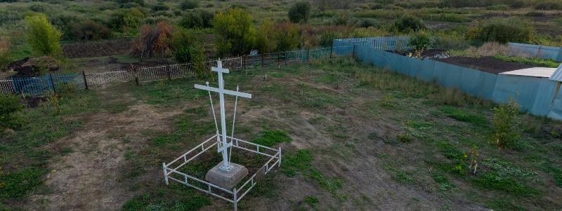 Памятный крест на месте расположения храма в честь Архангела Михаила, с. Хилково